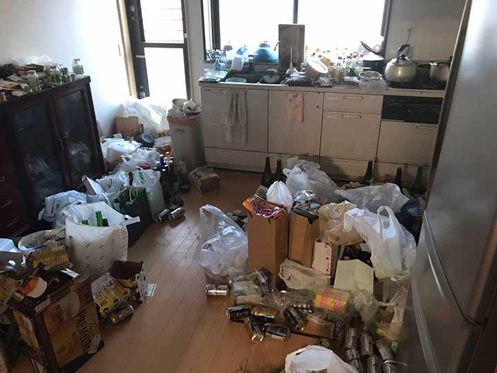 ゴミ屋敷清掃作業前1