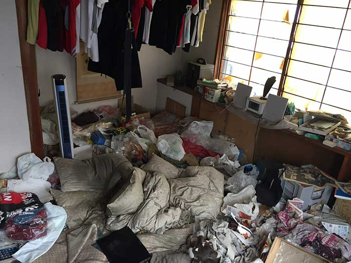 ゴミ屋敷清掃作業前2