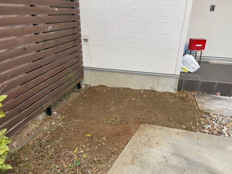 玄関横の庭木抜根後