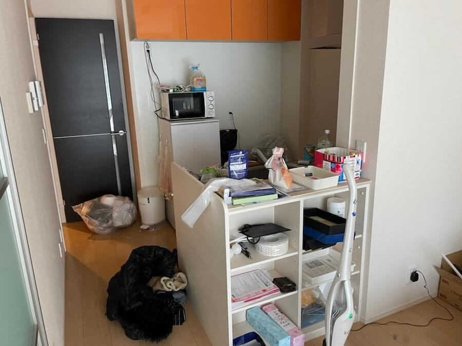 遺品整理前のキッチン