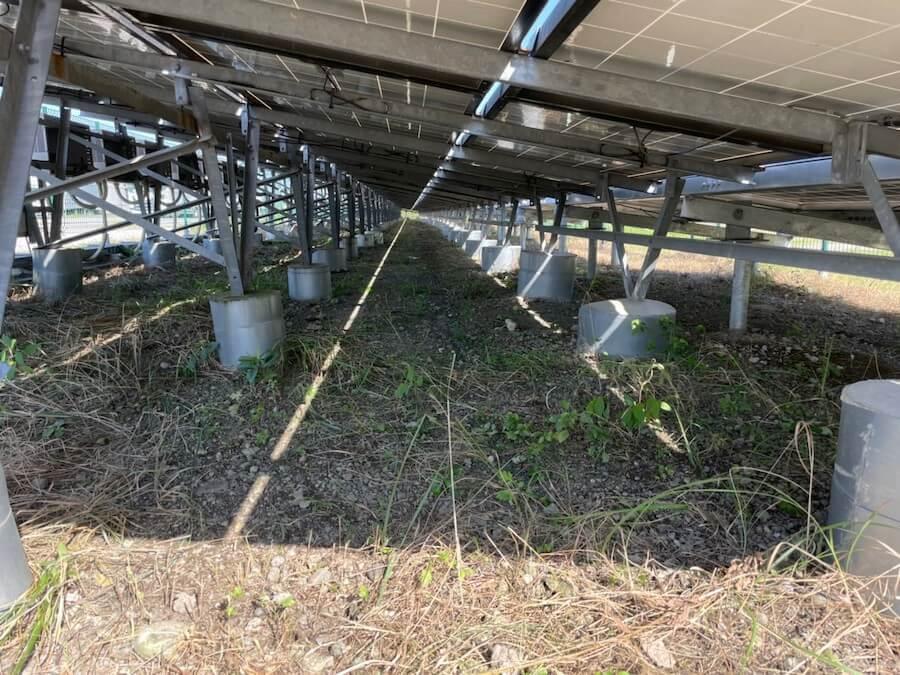 磐田市の極狭太陽光パネルの敷地草刈り作業後