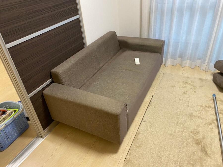 不用品のソファー